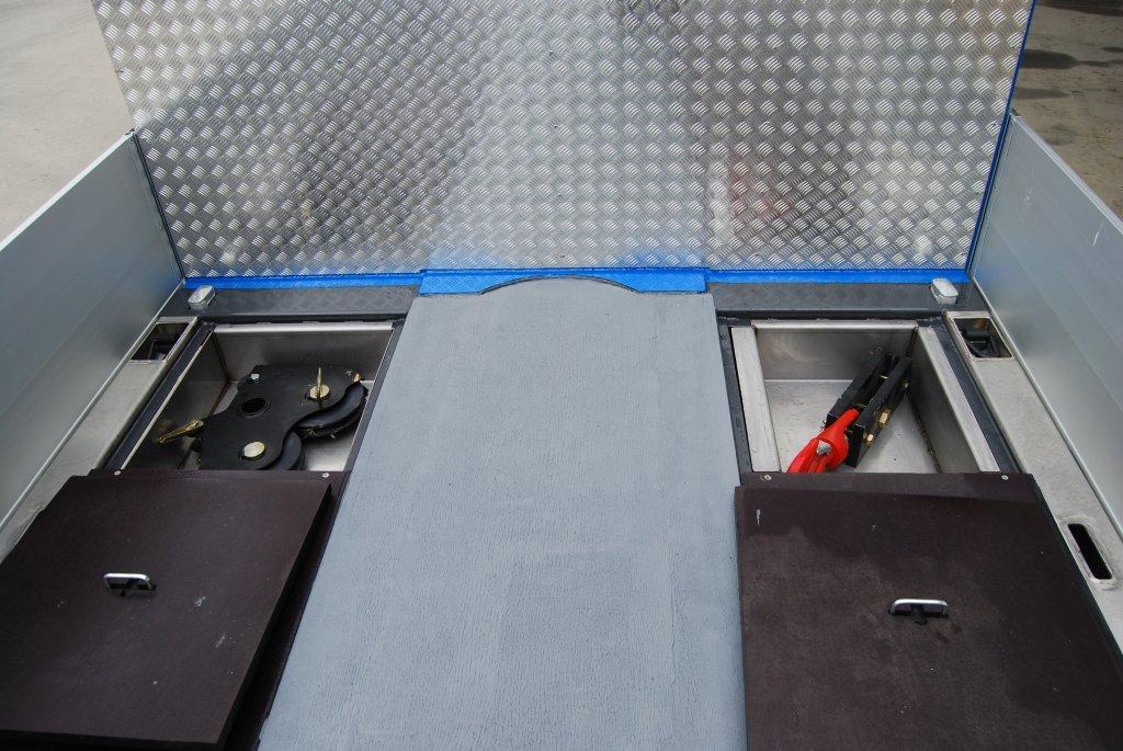 Vasche Porta Accessori Nel Pianale Con Coperchi Portanti