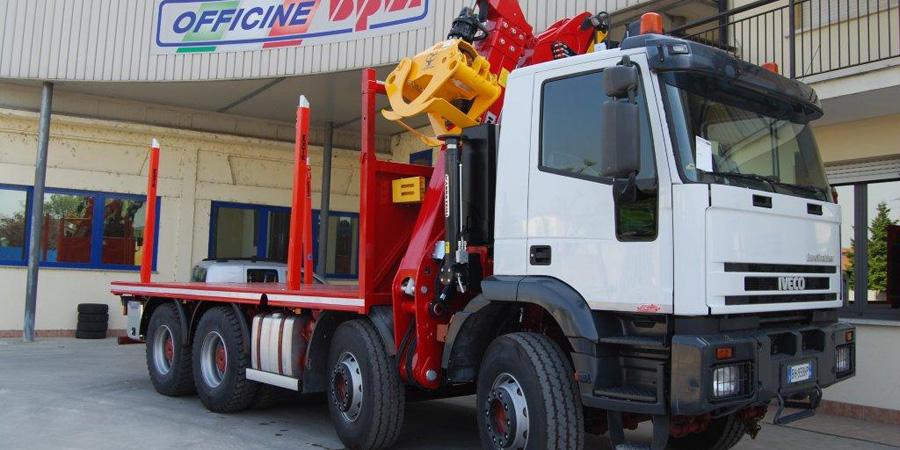 Allestimenti autocarri per trasporto legname