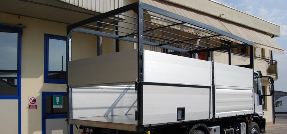 Allestimento camion con tetto cassa