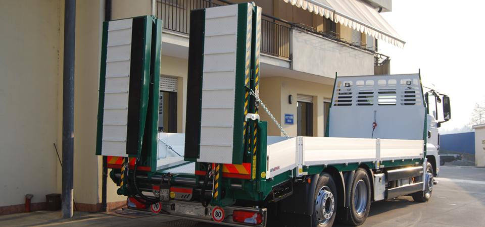 Allestimento camion per trasporto macchine operatrici