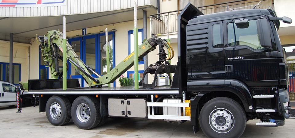 Alllestimento camion trasporto tronchi - Officine BPM