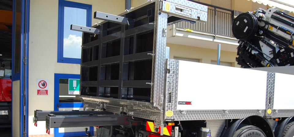Allestimento camion per trasporti speciali e macchinari for Modificato un piano di cabina di telaio