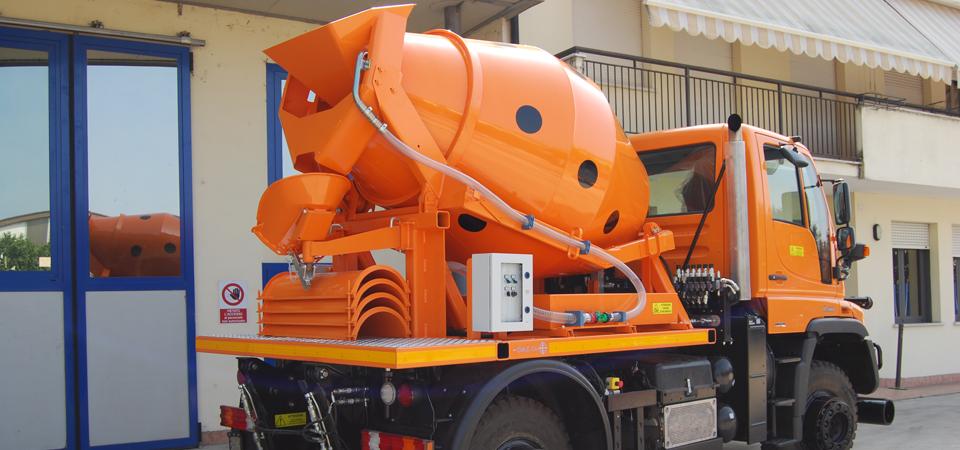Allestimento su un autocarro MERCEDES BENZ UNIMOG U 400 con betoniera - Officine BPM