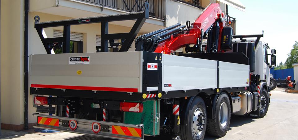 Allestimento Scania P360 - gru idraulica e cassone fisso allungabile