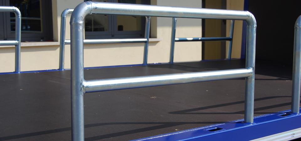 Allestimento camion per trasporto ferro con tubolari ad arco laterali sfilabili - Officine BPM