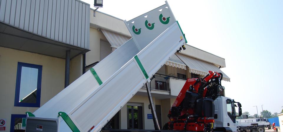 Cassone capiente per lavori edili gru 16 metri - Officine BPM