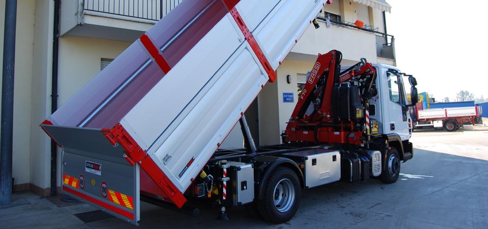 Allestimento camion per lavori stradali scavi e for Allestimento ufficio