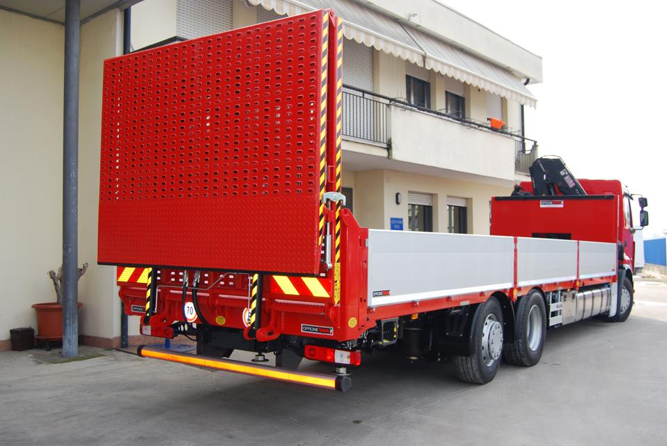 rampa di carico posteriore idraulica a due ripiegamenti idraulici - Officine BPM