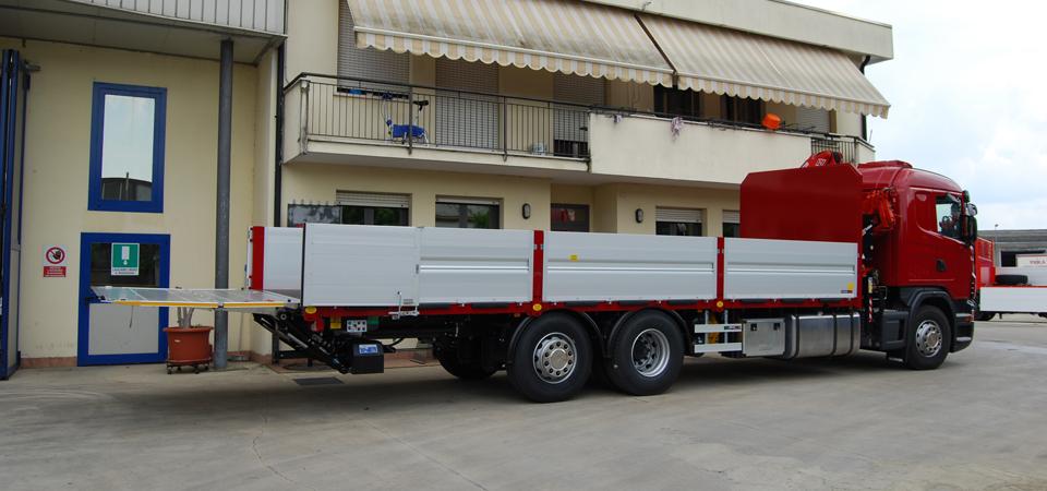 Allestimento Scania G440 con sponda posteriore caricatrice Elefantcar