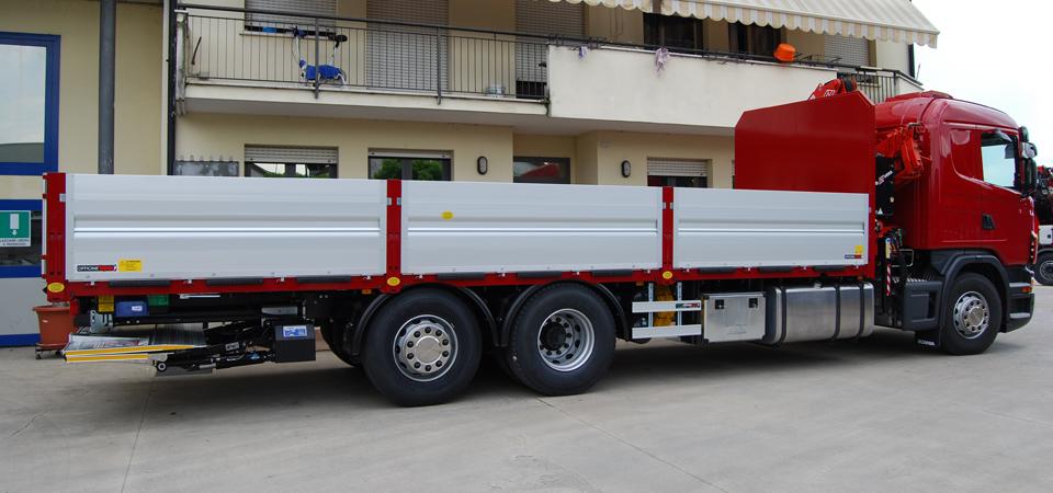 Allestimento Scania G440 gru Amco Veba retrocabina da 800 kg a 12 metri