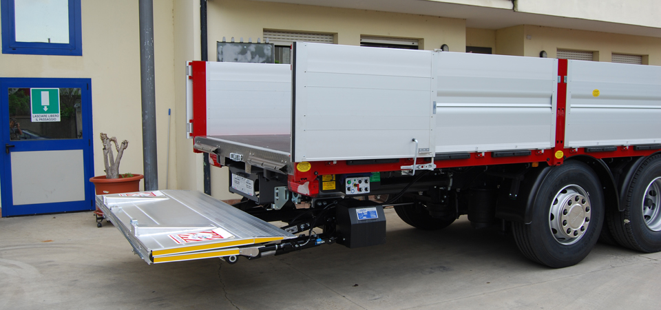 Allestimento Scania G440 sponda caricatrice idraulica retrattile ELEFANTCAR