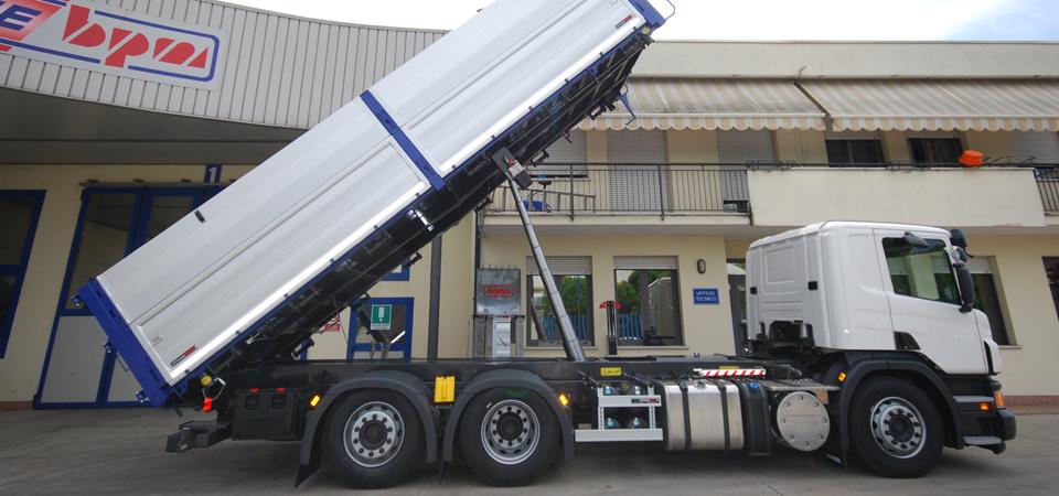 Allestimento per trasporto di paglia, foraggi e cereali
