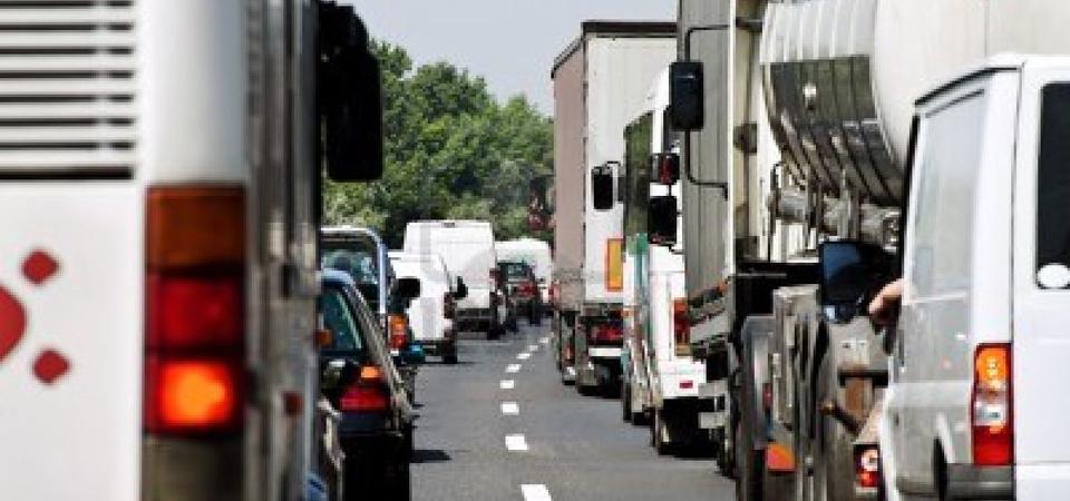UE: i tir inquinano, quindi devono pagare