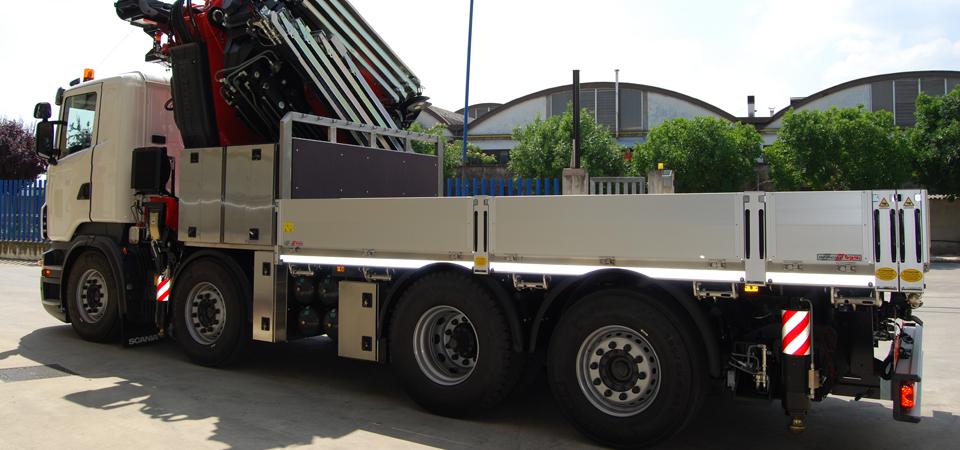 Allestimento autocarro SCANIA R480 con attrezzature per legare il carico