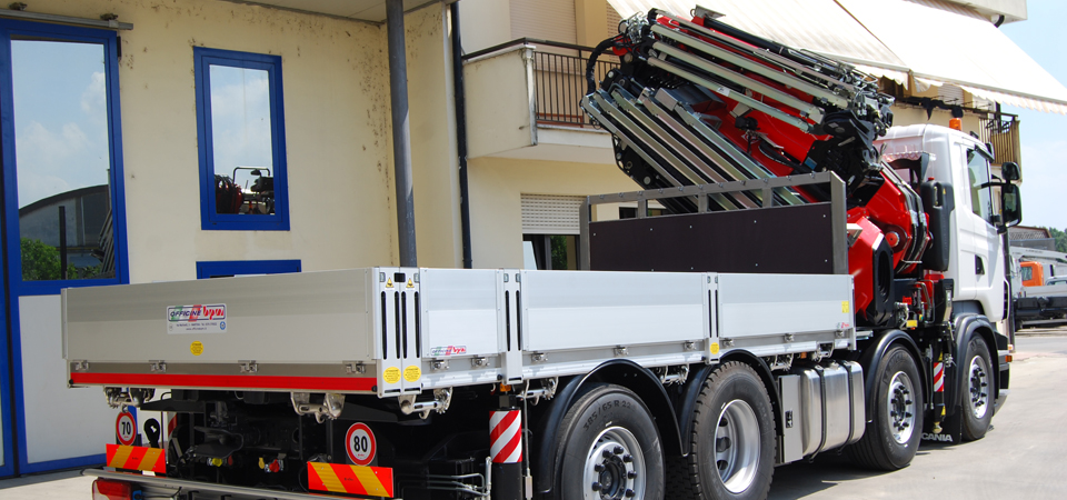 Allestimento camion con gru FASSI integrale Bologna