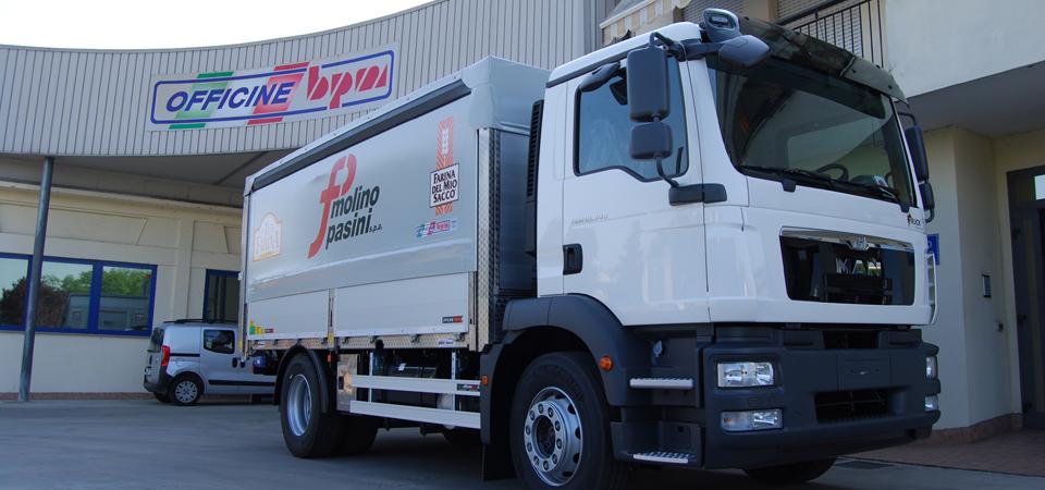 Allestimento camion per trasporto di farina e derivati dal mulino