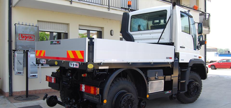 Allestimento camion per rotaia e strada con cassone alto resistenziale