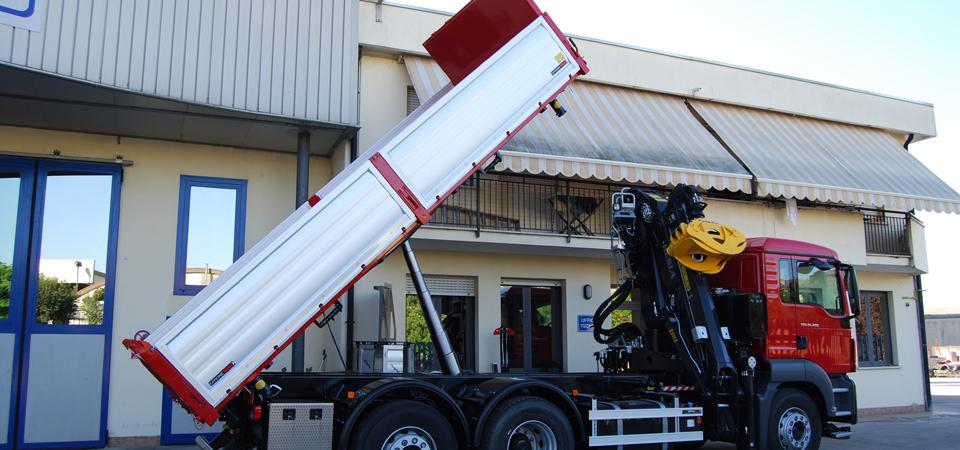 allestimento MAN TGS trasporto legname con cassa leggera ribaltabile