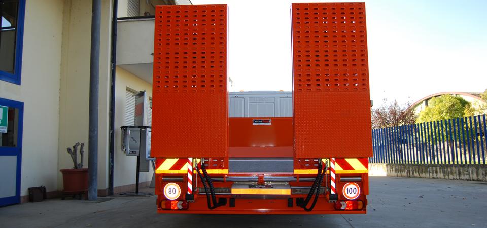Allestimento camion Iveco con rampe pieghevoli idrauliche