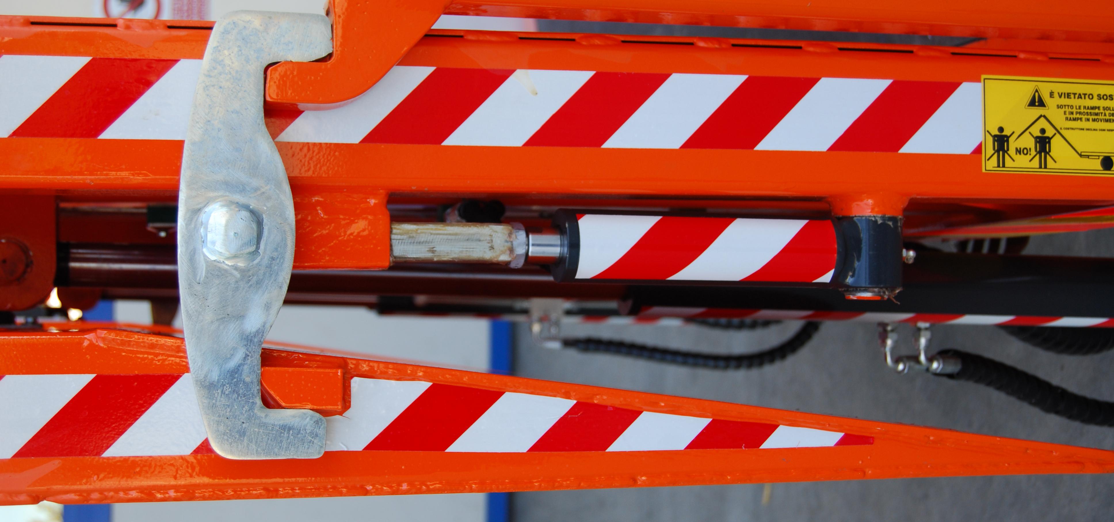 Sicura idraulica rampe di carico allestimento IVECO 120 EL22