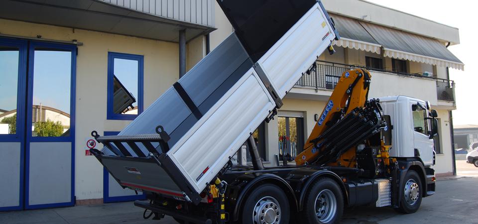 Cassone ribaltabile su allestimento per camion Scania P360