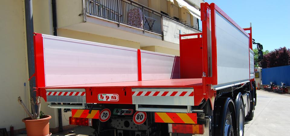cassone rinforzato camion con sponda a bandiera