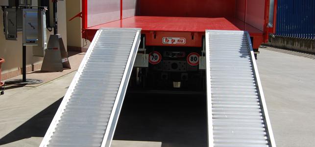 rampe caricatrici camion estraibili a scomparsa sotto cassone