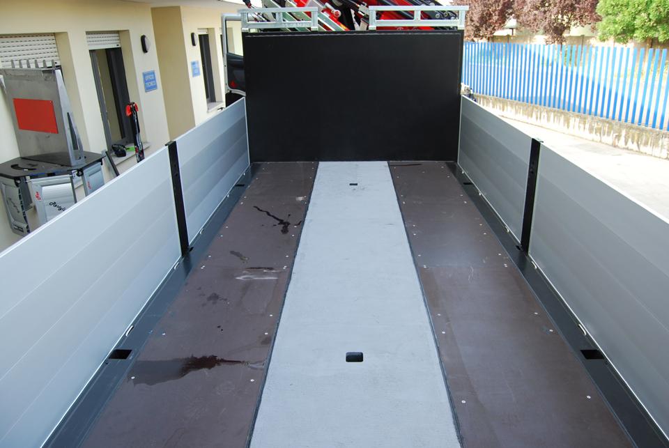 Allestimento camion con cassone allungabile idraulicamente