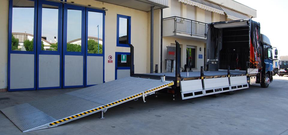 Allestimento per trasporto di carrelli elevatori con gru fassi F190AC