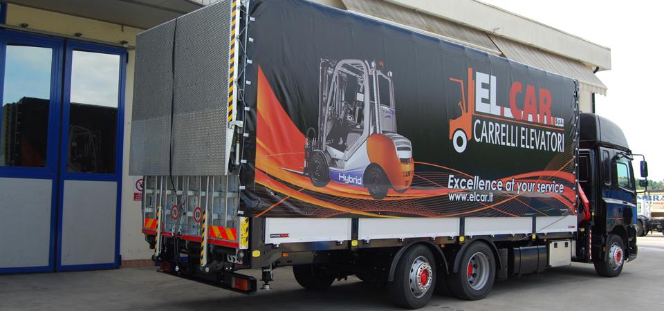 Allestimento per trasporto di carrelli elevatori con telo pubblicitario personalizzato
