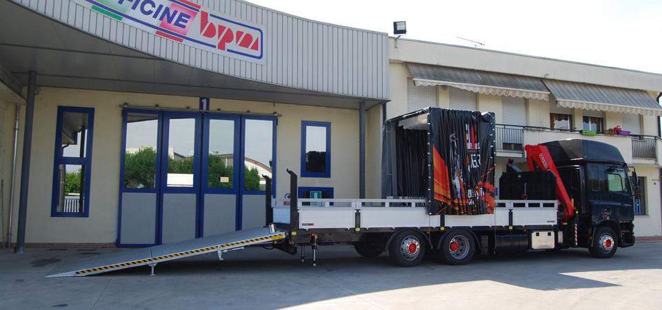Allestimento per trasporto di transpallet con rampa di carico posteriore idraulica