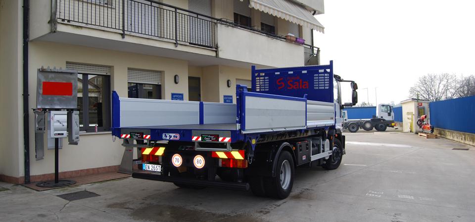 Allestimento-per-manutenzioni-scavi-ed-impianti-pubblici-con-cassone-ribaltabile-con-sponde-in-alluminio-rinforzato