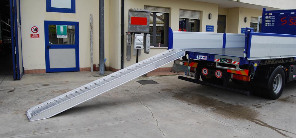 Allestimento-per-manutenzioni-scavi-ed-impianti-pubblici-con-sistema-rampe-scorrevoli