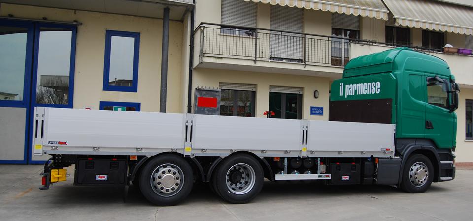 Allestimento-Scania-R490-LB-con-pianale-composto-da-multistrato-marino