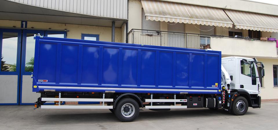 Allestimento per trasporto auto da demolire e ricambi auto