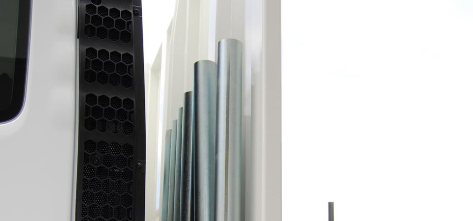 Allestimento-per-trasporto-carrelli-elevatori-con-supporto-porta-piantane