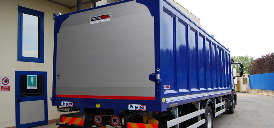 Allestimento-per-trasporto-ricambi-auto-con-vasca-fissa-resistente