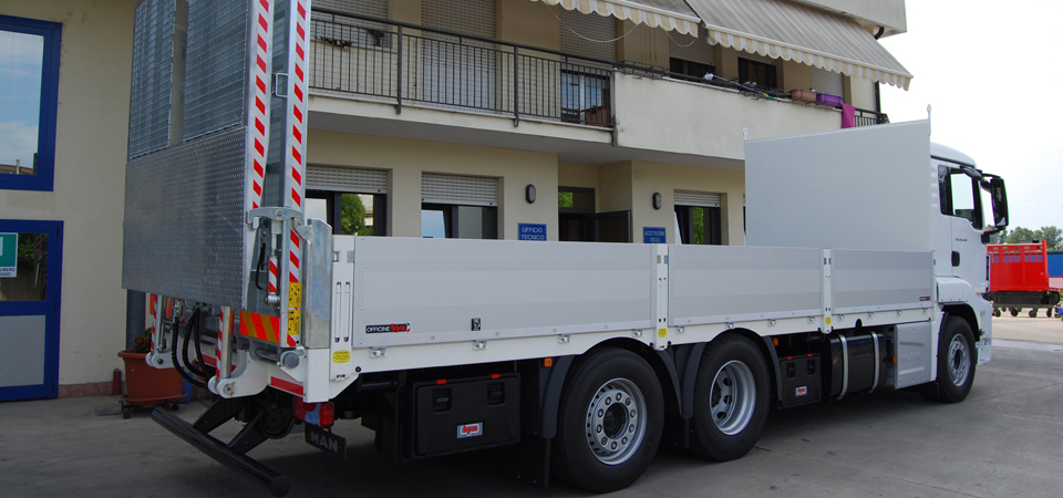 Allestimento per trasporto verghe di ferro, rame ed altri metalli e carrelli elevatori
