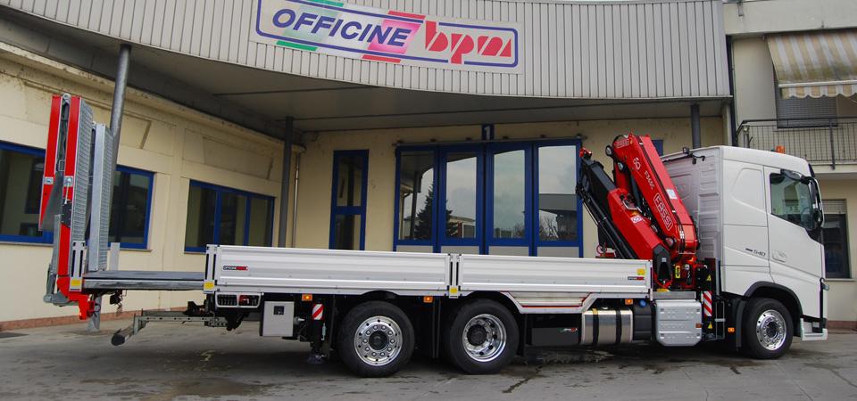 Allestimento-Camion-per-il-settore-agricolo-con-gru-fassi