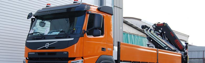 Un nuovo allestimento: scopri il camion con cassone fisso e gru reversibile Fassi che abbiamo realizzato.