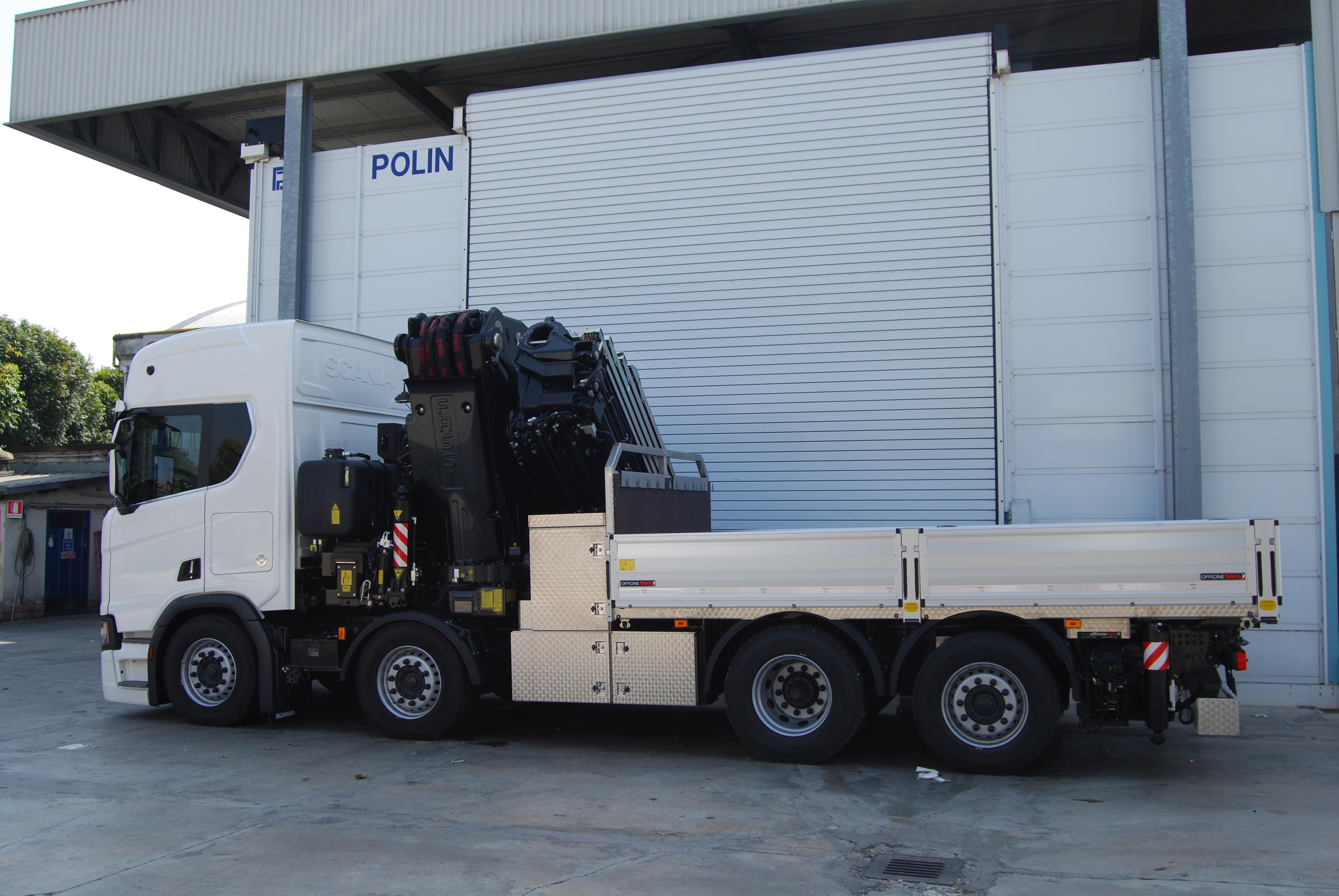 Allestimento su misura per il trasporto eccezionale e la movimentazione dei macchinari aziendali