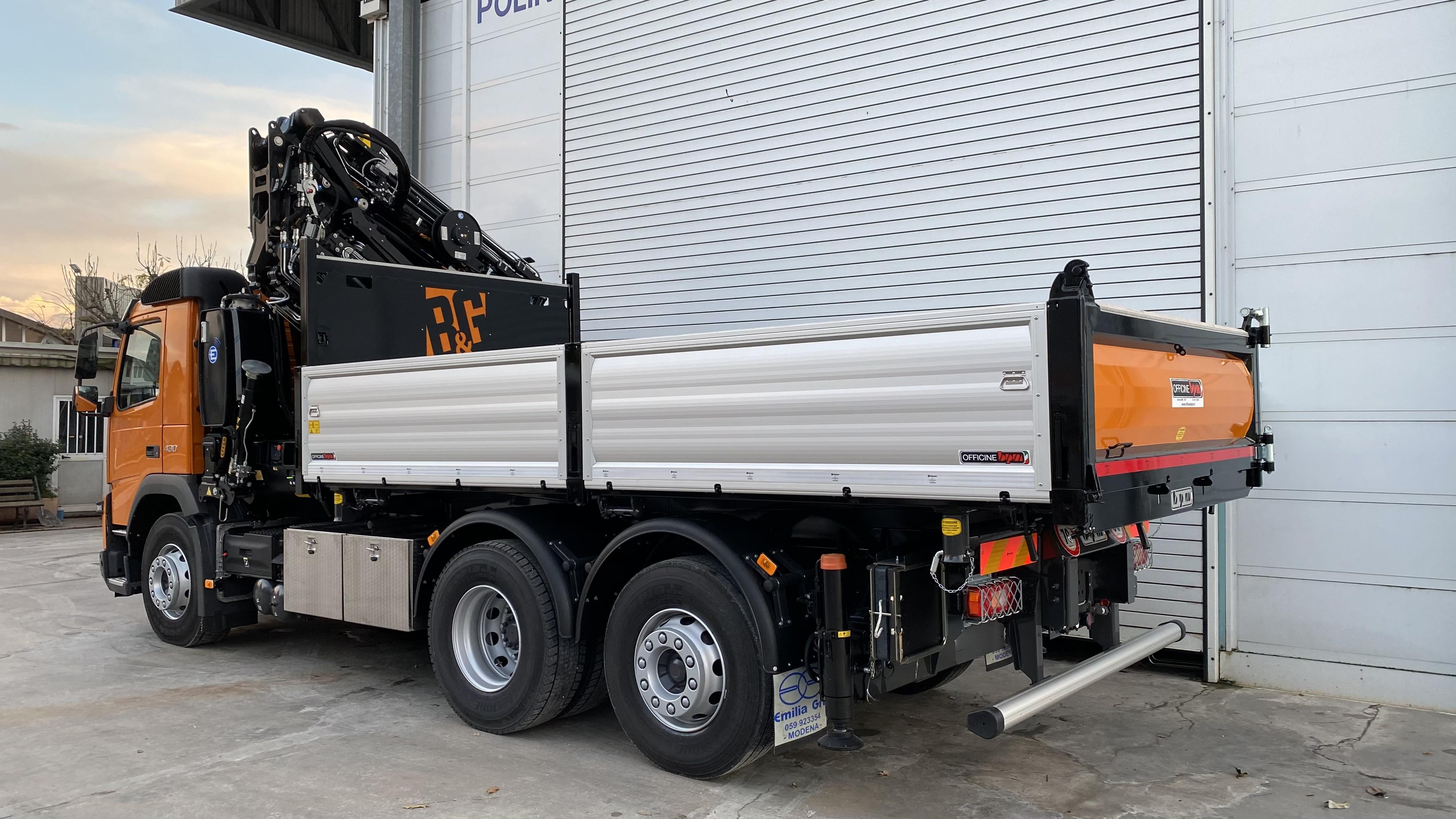 Allestimento personalizzato per il camion di un'impresa edile di Como: scopri il nostro ultimo progetto.